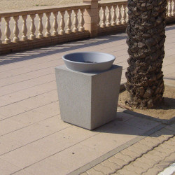 Paper-ina -Abfallbehälter aus Beton