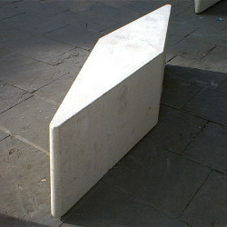 Juanola - Abgrenzungselemente aus Beton