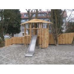 Baumhaus aus Robinienholz