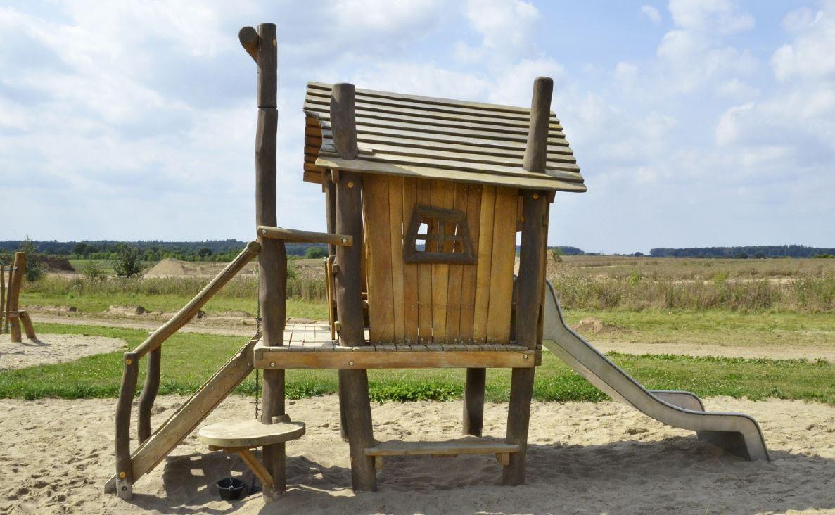 Spielhaus Auf Stelzen Mit Sandspiel Und Rutsche Aus Robinienholz