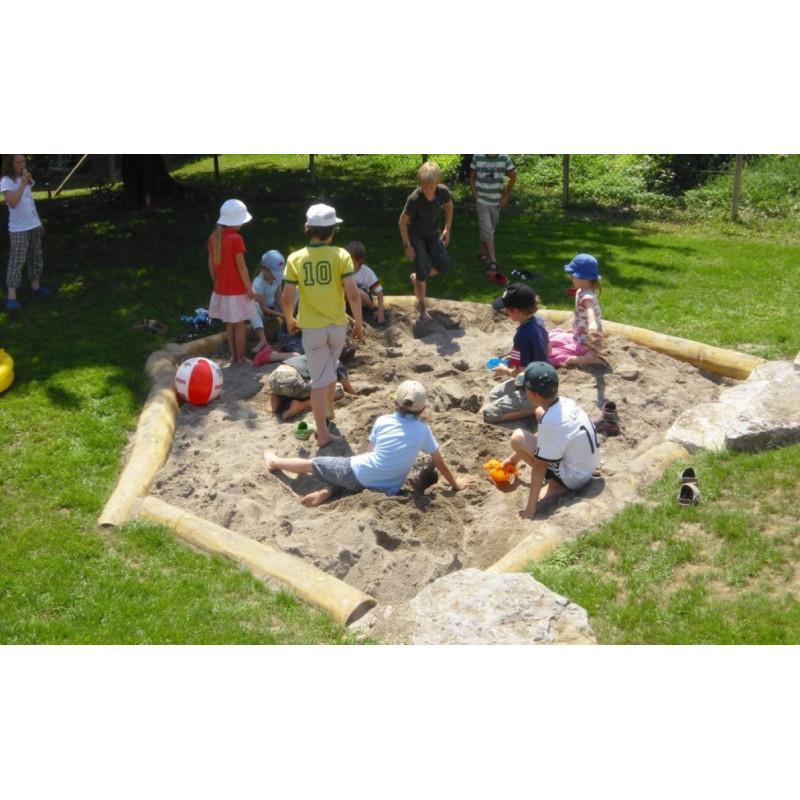 Sandkasten aus Rundholzstämmen - Robinienholz