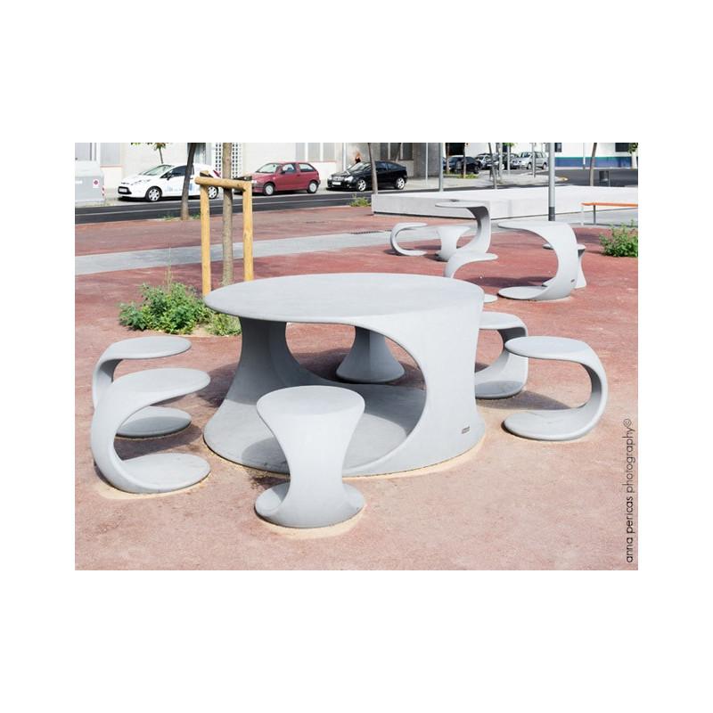 Odos - Tisch aus Beton