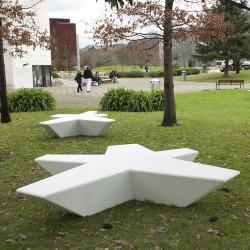 Flor - Sitzgelegenheit aus Beton