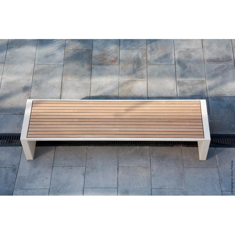 Prima Marina - banquette en bois et béton