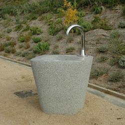Rural - fontaine en béton